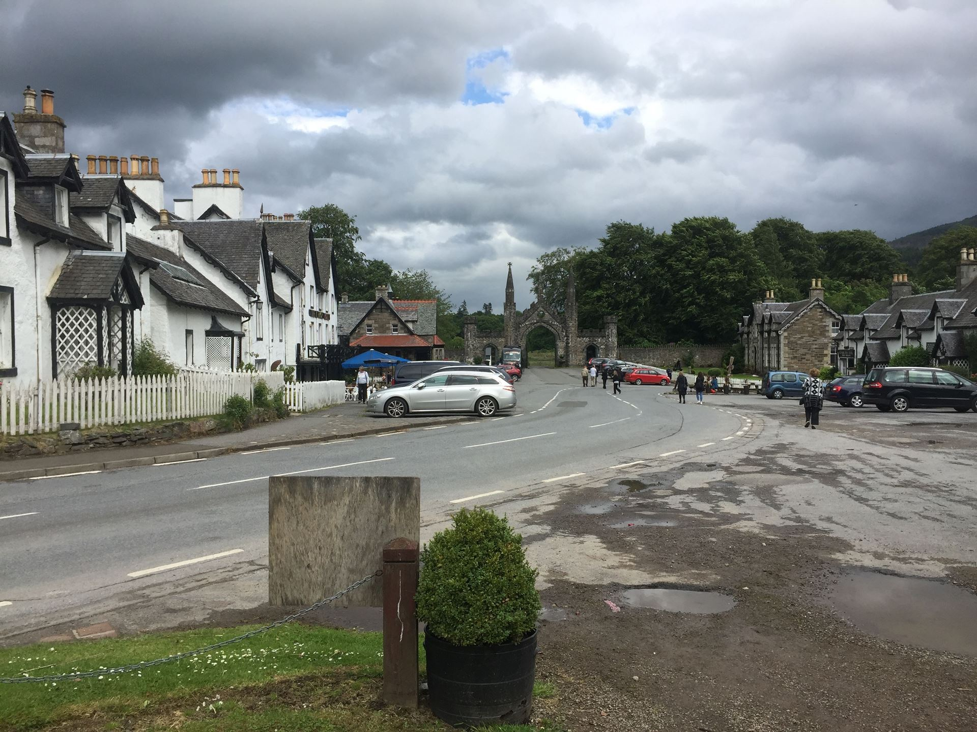 Kenmore, a model estate village at entrance to Taymouth Castle at the eastern end of Loch Tay, an example of the planned villages built for tourists by estates across the highlands. A broad square lined with estate cottages and an estate inn.