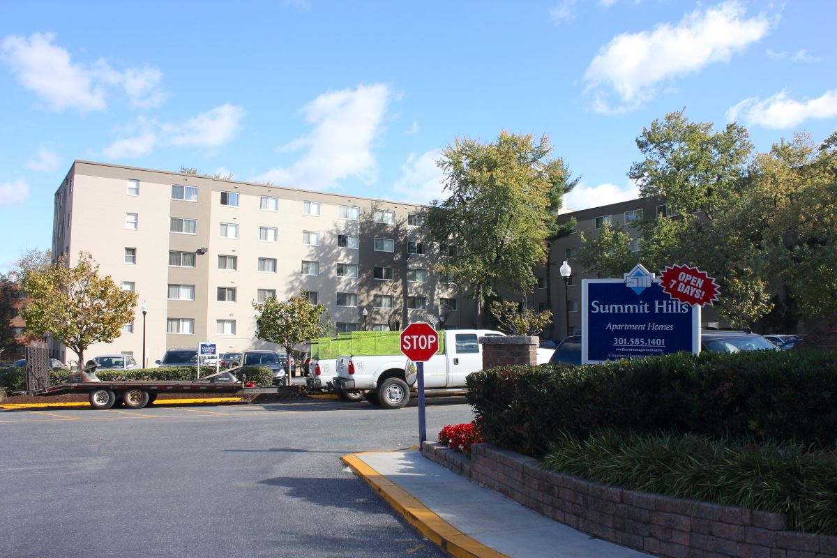 Summit Hill apartments (later renamed Summit Hills], 2017. Developed and owned by Washington Jews, the complex was completed in 1963.